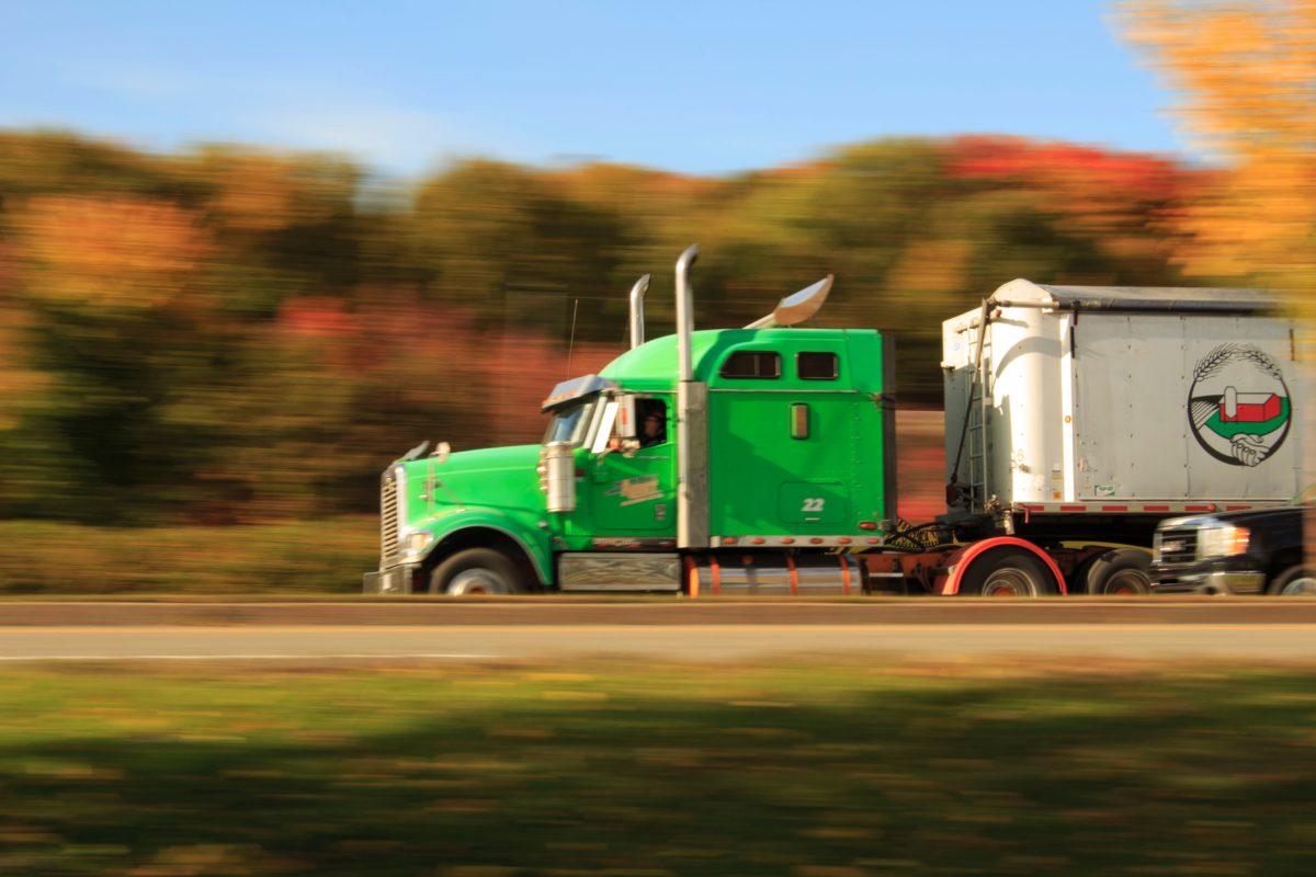 https://ac-lines.com/wp-content/uploads/2018/10/action-automotive-cargo-container-590839-1200x800.jpg